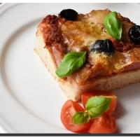 Sfincione siciliano (sicilská pizza)