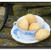 Sýrové pralinky se sezamem