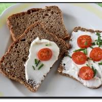 Semínkový celozrnný žitný chléb
