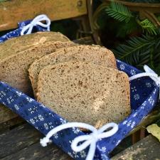 Tmavý chléb se lnem
