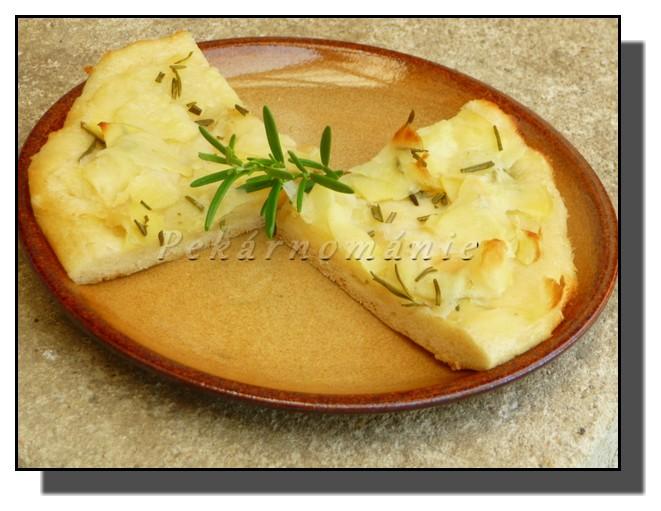 Pizza s bramborovou náplní