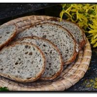 Jarní kvasový chléb s kopřivami