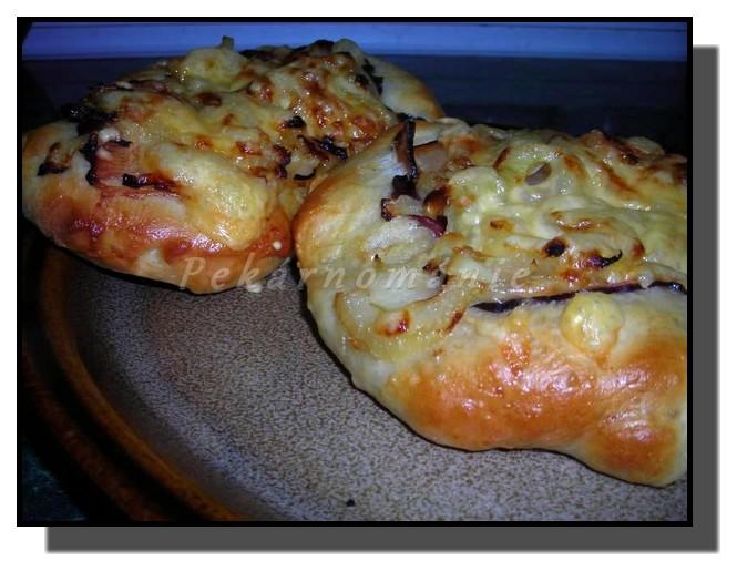 Slaninové vdolečky s cibulí a sýrem