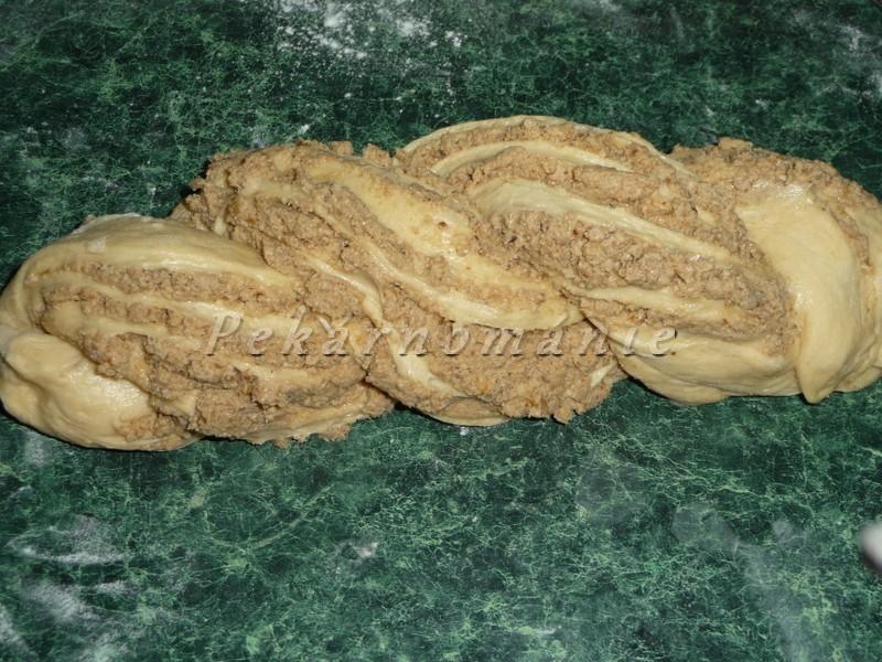 Ořechový cop v pekárně