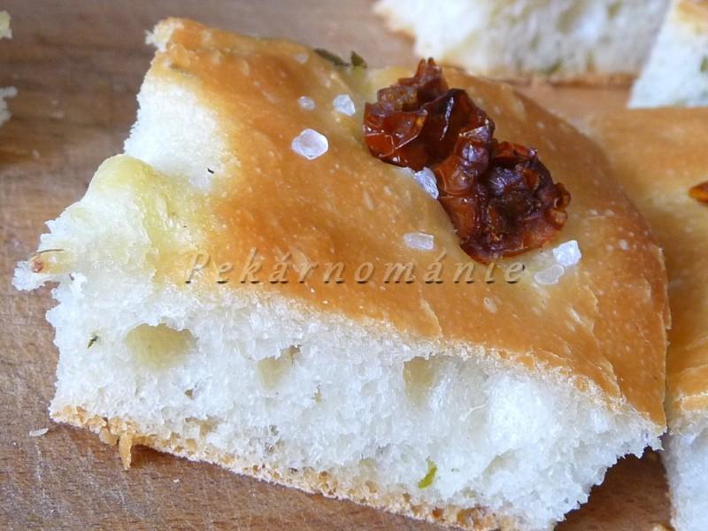 Focaccia (s medvědím česnekem)